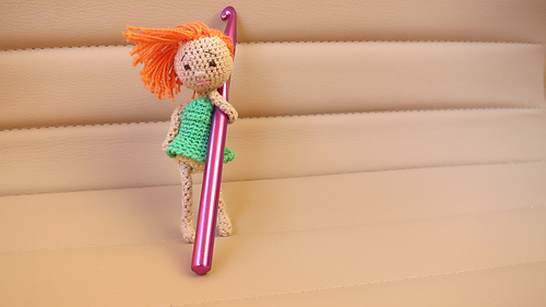 FREE Doll Crochet Patterns - The Lavender Chair | 281x500