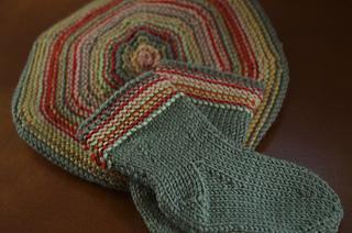 Baby beret\/sock set, finis
