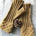 Pomme de pin fingerless gloves pattern