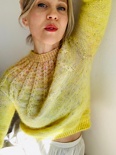 """Size 35"""" shown on a 32"""" model. Knit with Cake Wool Co."""