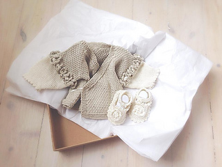 Ravelry: Obi Baby Wrap Cardigan pattern by naomi towers