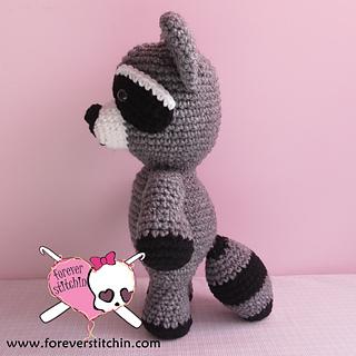 Cuddle Me Raccoon amigurumi pattern - Amigurumi Today | 320x320