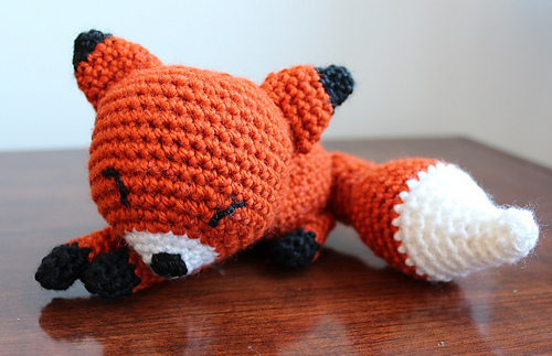 Ravelry: The Sleepy Fox pattern by Eserehtanin (Nina) | 323x500
