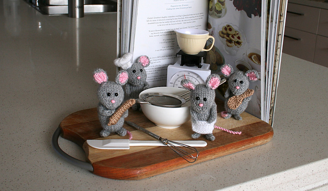Mice in the Kitchen pattern by Amalia Samios