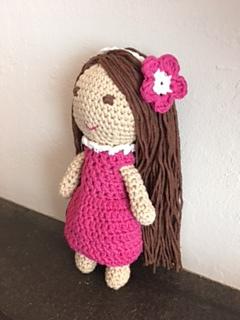 How to Attach Hair to a Crochet Doll - thefriendlyredfox.com   320x240