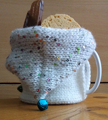 Snowman Hood with Palila sequin yarn and biscuits in the hoodie