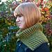 Polly, halskrage i flerfärgspatent pattern