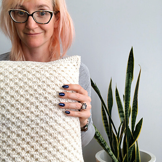 The back of my cushion. The pattern includes a basic recipe for a back like this, but not full written instructions.