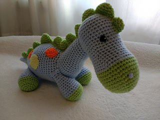 Dino, el dinosaurio amigurumi … | Patrón dinosaurio, Patrones ... | 240x320