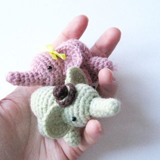 Cuddle Me Elephant crochet pattern - Amigurumi Today | 320x320
