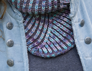 The pattern includes a tutorial for the two-colour braided cast-on, and matching brioche cast-off.