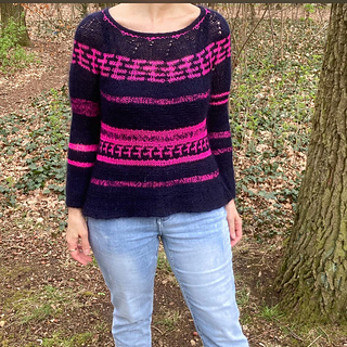 She used Kokon bleu and  Kokon pink yarns.