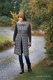 FLOWER POWER LONG JACKET Design: Sidsel J. Høivik / sidselhoivik.no Photo: Anne Helene Gjelstad  Yarnkit at sidselhoivik.no