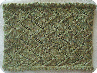 zigzag lace cowl
